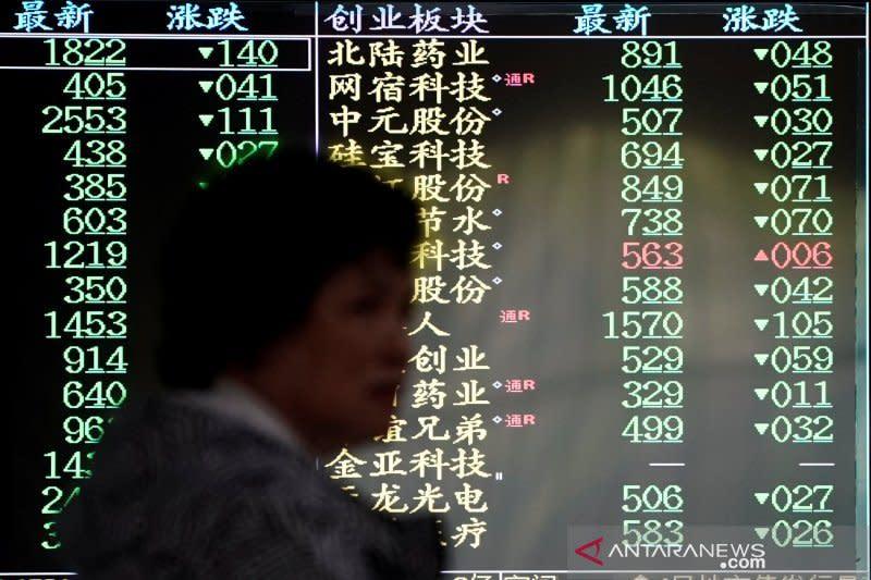 Saham China ditutup bervariasi di tengah penurunan pasar global