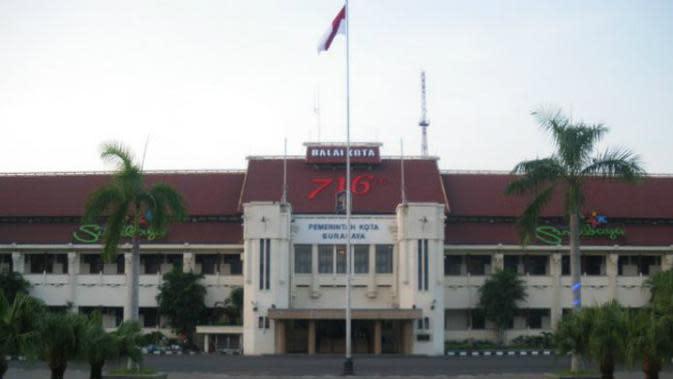 Balai Kota Surabaya (Kemdikbud.go.id)