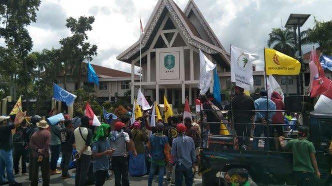 Aksi Tolak Omnibus Law Berlanjut, DPRD Kalbar Didemo hingga 4 Kali