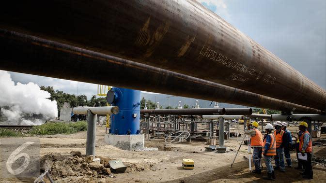 Suasana pembangunan PLTP Unit 5 & 6 di Tompaso, Sulut, Rabu (30/3/2016). PT Pertamina Geothermal Energy (PGE) terus mengembangkan energi baru terbarukan yang berfokus pada Pembangkit Listrik Tenaga Panas Bumi (PLTP). (Liputan6.com/Faizal Fanani)