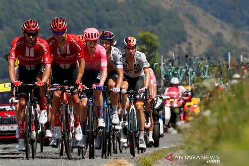 Panitia hilangkan gadis podium di Tour de France