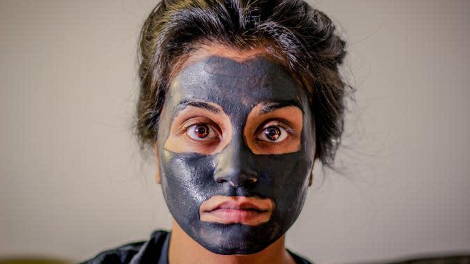 Masker Wajah | unsplash.com/@chrisknight
