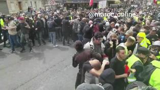 法國反對健康通行證的示威者與警察發生衝突