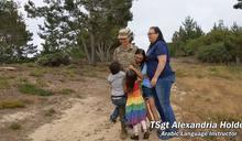 (影)同志驕傲月!AIT甜曬彩紅旗 美國空軍LGBTQ家庭超溫馨