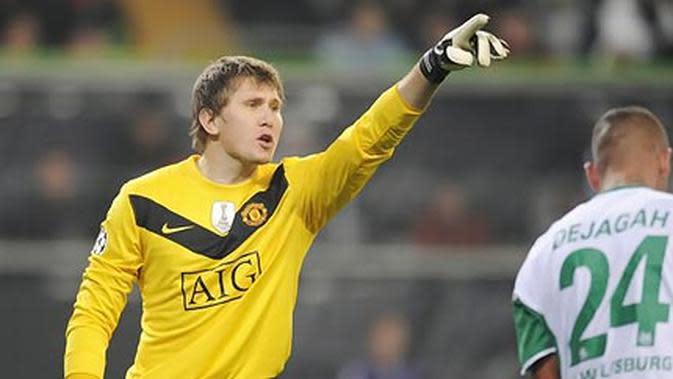 Tomasz Kuszczak ketika masih menjadi kiper Manchester United (MU) pada musim 2009-2010. (AFP PHOTO/JOHN MACDOUGALL)