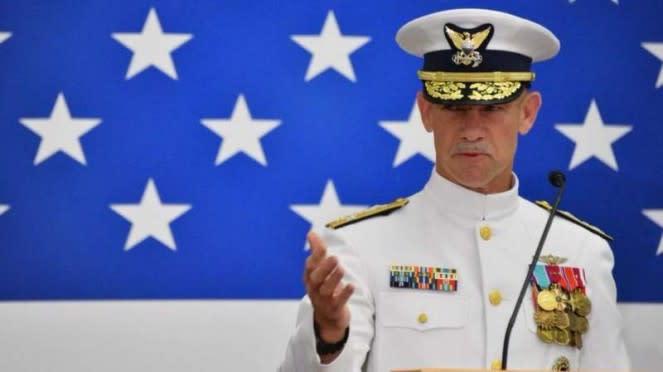 VIVA Militer: Komandan Penjaga Pantai AS, Laksamana Charles W. Ray