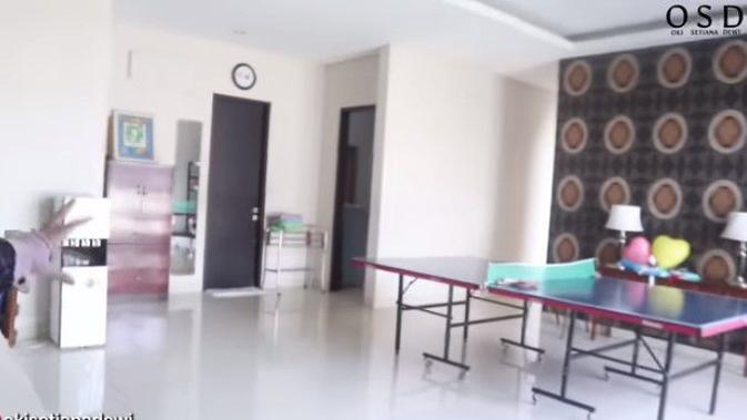 Rumah Astri Ivo. (Youtube/OkiSetianaDewi)