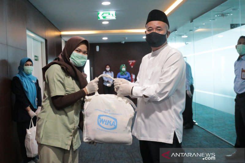 WIKA salurkan 1.725 paket sembako bagi warga Jakarta dan Jawa Barat