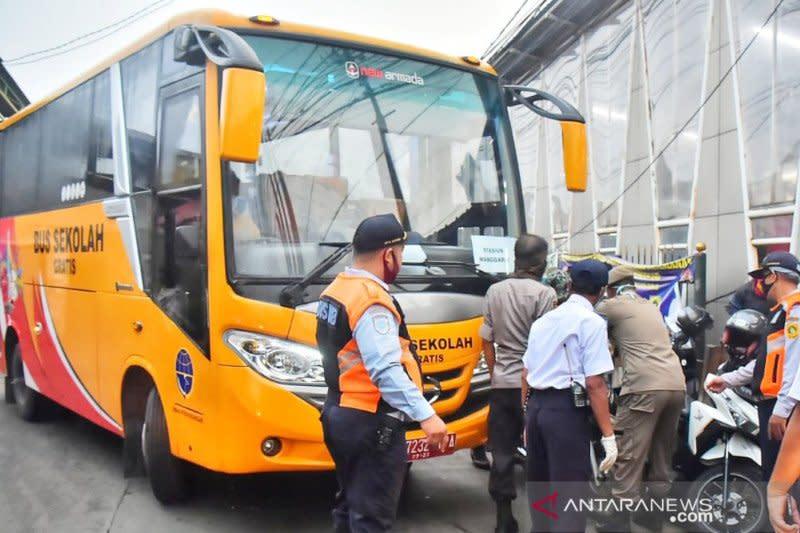 1.145 pengguna KRL beralih ke bus