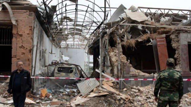 VIVA Militer: Pemukiman sipil Ganja, Azerbaijan, Hancur diserang rudal Armenia