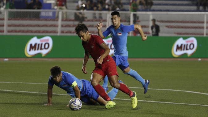 Penyerang Timnas Indonesia U-22, Osvaldo Haay sukses mencetak gol ke gawang Timnas Singapura pada laga kedua SEA Games 2019 cabor sepak bola. (Bola.com/ Muhammad Iqbal Ichsan)