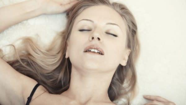 """Jangan Langsung """"Main,"""" Ini 7 Alasan Pentingnya Foreplay saat Bercinta"""