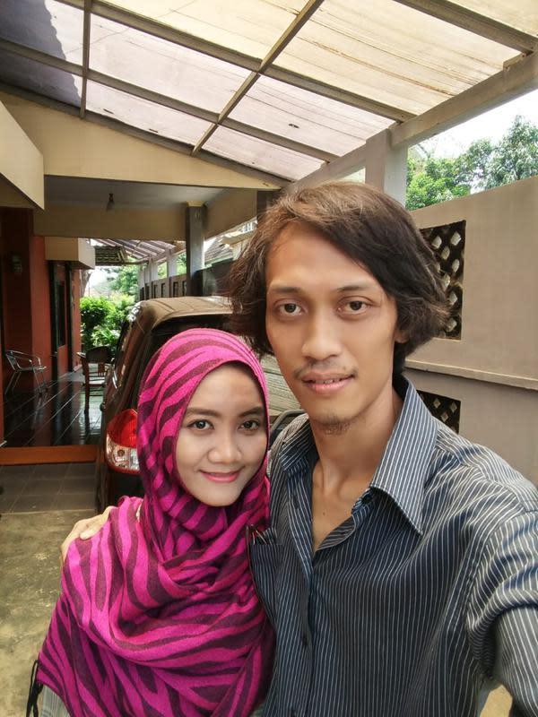 Agus Sukirno dan istrinya Chika Agustine