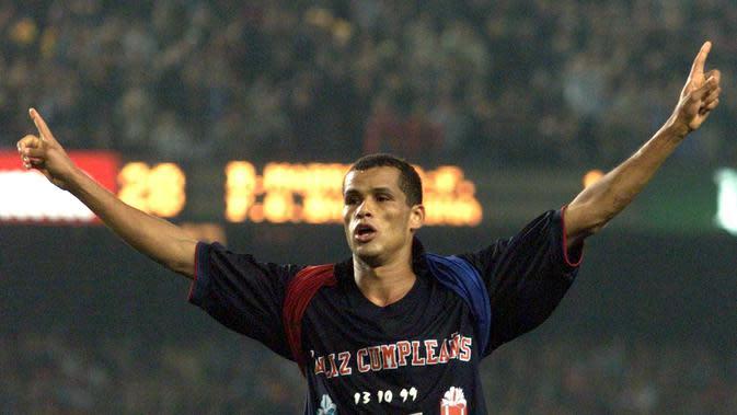 Rivaldo salah satu pilar saat Barcelona juara La Liga 1998/99 (CHRISTOPHE SIMON / AFP)