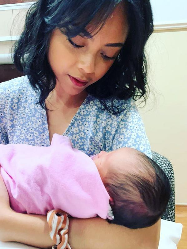 Sakina Tama dan Salima Anak Gista Putri (Sumber: Instagram/salimaputritama)