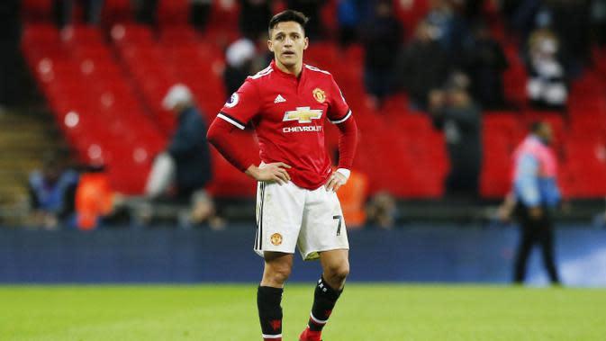 8. Alexis Sanchez (Manchester United) - 2 juta pound (Rp 36,1 miliar). (AFP/ Ian Kington)