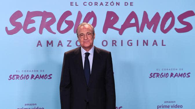 Presiden Real Madrid, Florentino Perez berpose menghadiri pemutaran perdana film dokumenter otobiografi bek Real Madrid Sergio Ramos