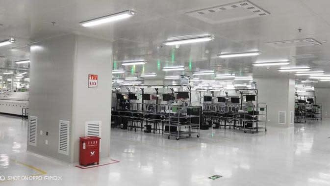 Pabrik Oppo minim pekerja karena memaksimalkan penggunaan mesin. Liputan6.com/Ramdania El Hida