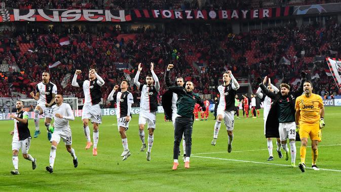 Para pemain Juventus merayakan kemenangan. (AP Photo/Martin Meissner)