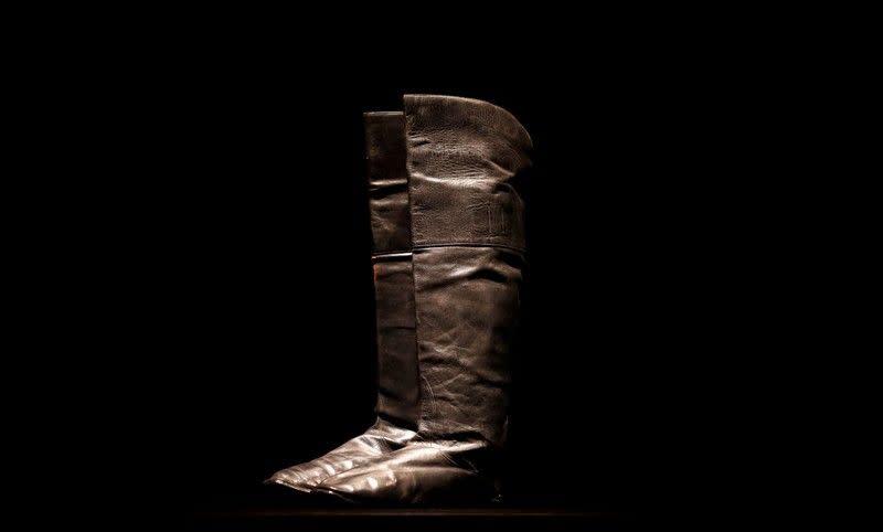 Lelang Paris tawarkan kesempatan melangkah dengan sepatu Napoleon
