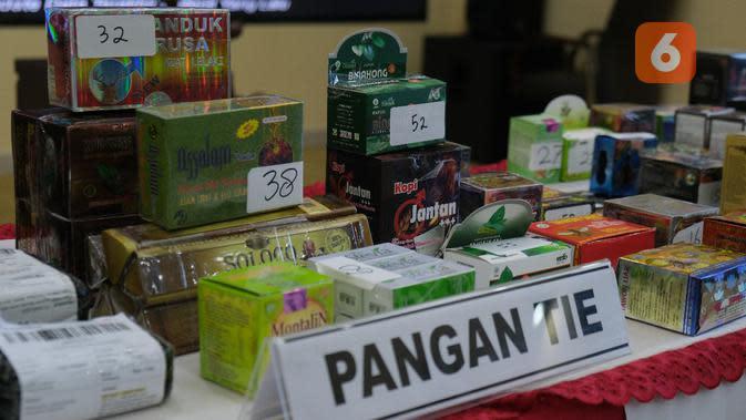 Kepala BPOM Penny Lukito laporkan hasil sitaan obat dan makanan ilegal. Foto: BPOM.