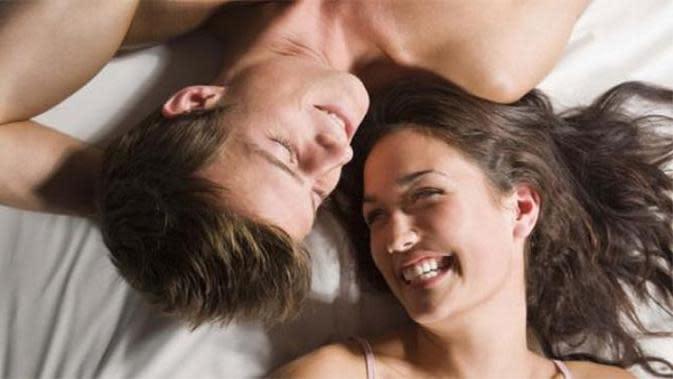Posisi menentukan keberhasilan. mungkin kutipan itu bisa menjadi patokan saat Anda bercinta. Bagi kaum pria, posisi yang tepat bisa membuat pasangan mencapai orgasme atau bahkan multiorgasme. Tentu hal itu akan menjadi kebanggan diri sendiri.