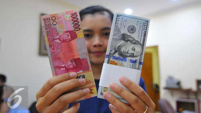 Pada 2017 diramalkan kurs rupiah akan bergerak menuju pelemahan dengan rata-rata 13.500 per dolar AS.