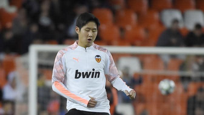 5. Lee Kang-in (Valencia) - Pemain asal Korea Selatan ini memiliki kecepatan dan memberikan umpan yang akurat. Lee Kang-in digadang-gadang sebagai penerus kehebatan David Silva di Valencia. (AFP/Jose Jordan)