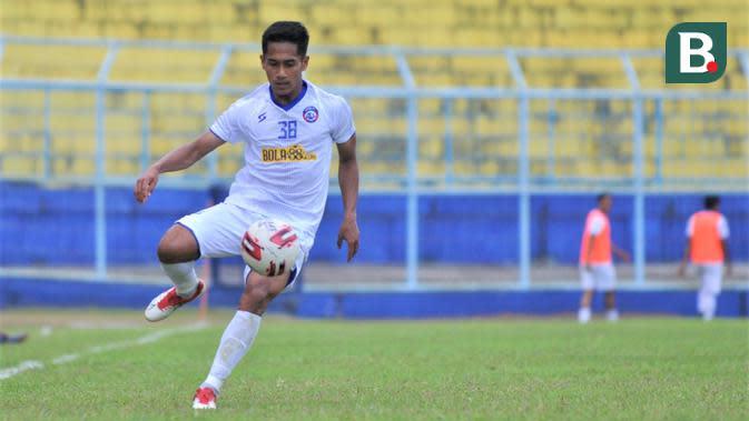 Pemain Arema FC yang dipinjam dari Borneo FC, M. Miftahul Ikhsan. (Bola.com/Iwan Setiawan)