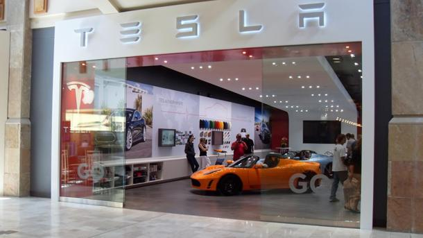 How Tesla plans to short circuit new-car dealers