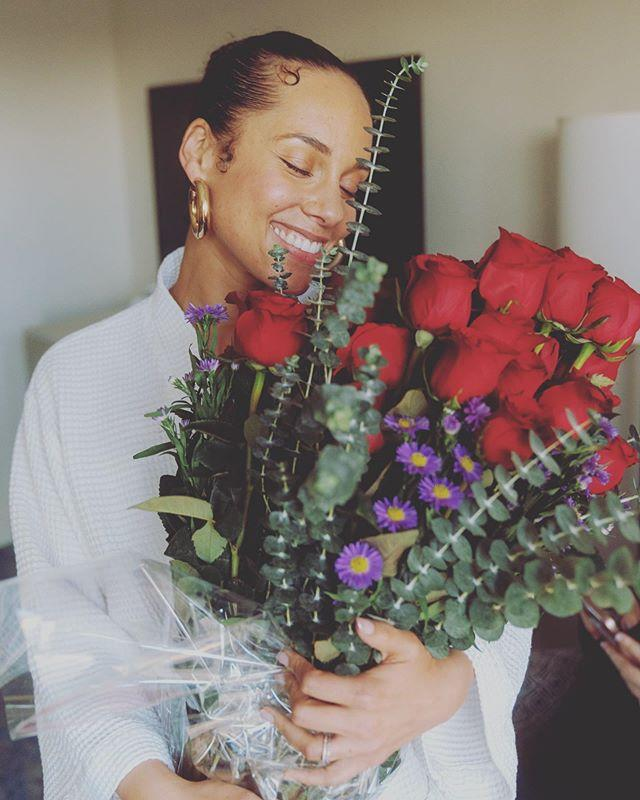 """<p>Alicia Keys awoke on Valentine's Day in a reflective state. Holding a bouquet of flowers with the brightest smile, the singer reminded followers to """"smell the roses"""" and """"love while we're here."""" An important message, people! </p><p><a href=""""https://www.instagram.com/p/B8jj2NRgVNb/"""">See the original post on Instagram</a></p>"""