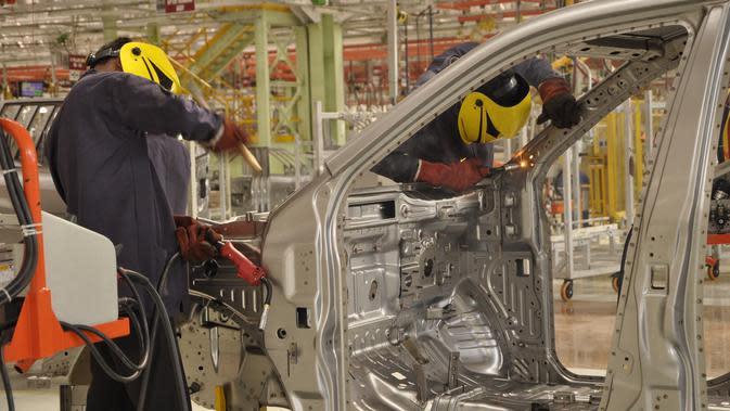 Pengelasan rangka di pabrik Mahindra Vehicle Manufacturers Ltd, Chakan, India (Mahindra)