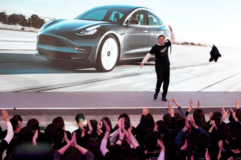 Tesla Inc CEO Elon Musk takes off his coat onstage during a delivery event for Tesla China-made Model 3 cars in Shanghai