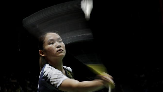 Tunggal Putri Indonesia, Ruselli Hartawan, saat melawan wakil Kanada, Michelle Li, pada laga Indonesia Masters 2020 di Istora, Jakarta, Rabu (15/1/2020). Ruselli Hartawan kalah dengan skor 14-21 dan 15-21. (Bola.com/M Iqbal Ichsan)