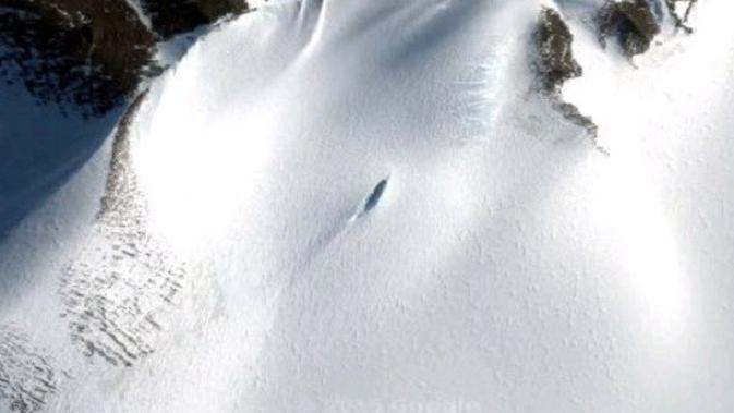 Penggemar UFO Rusia Valentin Degterev yakin dia telah menemukan lokasi kecelakaan pesawat alien yang terletak di Antartika (Google Maps)
