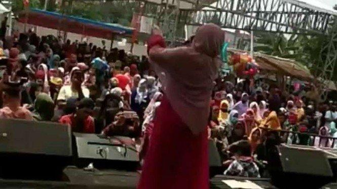 Acara Dangdut yang Hadirkan Evie Tamala di Depok Tak Berizin