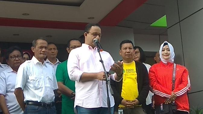 Gubernur DKI Anies Baswedan saat berada di TTIC, Jakarta Selatan, Minggu (9/2/2020). (Merdeka.com)