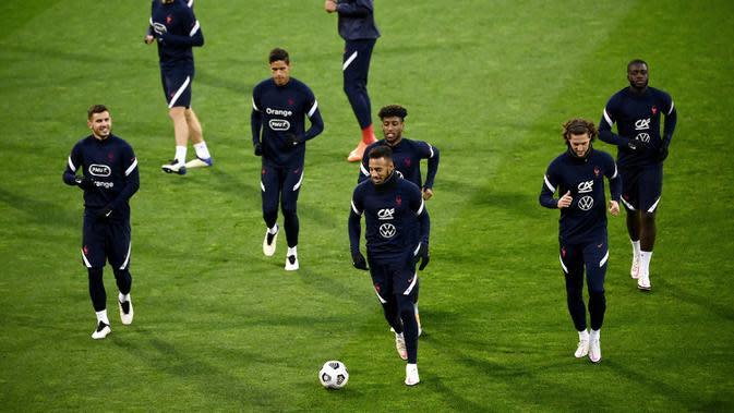 Pemain Prancis saat mengikuti latihan jelang laga lanjutan UEFA Nations League 2020/2021 di Stadion Maksimir, Kroasia, Rabu (14/10/2020). Prancis akan menghadapi Kroasia. (AFP/Franck Fife)