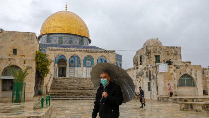 Kompleks masjid Al-Aqsa Yerusalem akan ditutup untuk umum mulai 23 Maret 2020 demi pencegahan meluas Virus Corona COVID-19. (AHMAD GHARABLI / AFP)