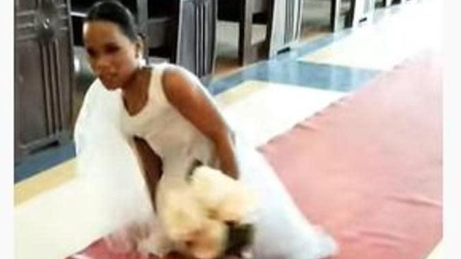 Cerita Haru Pengantin Wanita Tanpa Kaki Berjalan Tanpa Bantuan Menuju Altar. foto: Youtube 'Arvin Sumagang'
