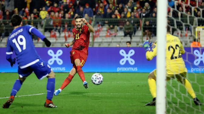 Winger timnas Belgia, Yannick Ferreira Carrasco, mencetak gol keempat untuk timnya ke gawang Siprus pada laga Grup I Kualifikasi Piala Eropa 2020 di Stade Roi Baudouin, Selasa (19/11/2019). Timnas Belgia memetik kemenangan telak dengan skor 6-1 kala menjamu Siprus. (AP/Francisco Seco)