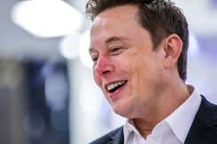 Musk akan 'memulai kembali' produksi pabrik Tesla California, menentang otoritas