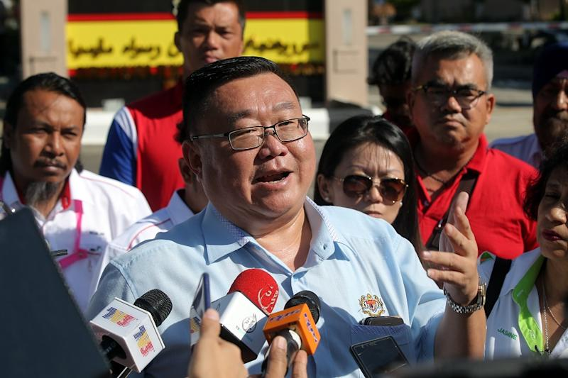 Kampar MP Thomas Su speaks to reporters outside the Malaysian Anti-Corruption Commission office in Meru February 11,2019. — Picture by Farhan Najib