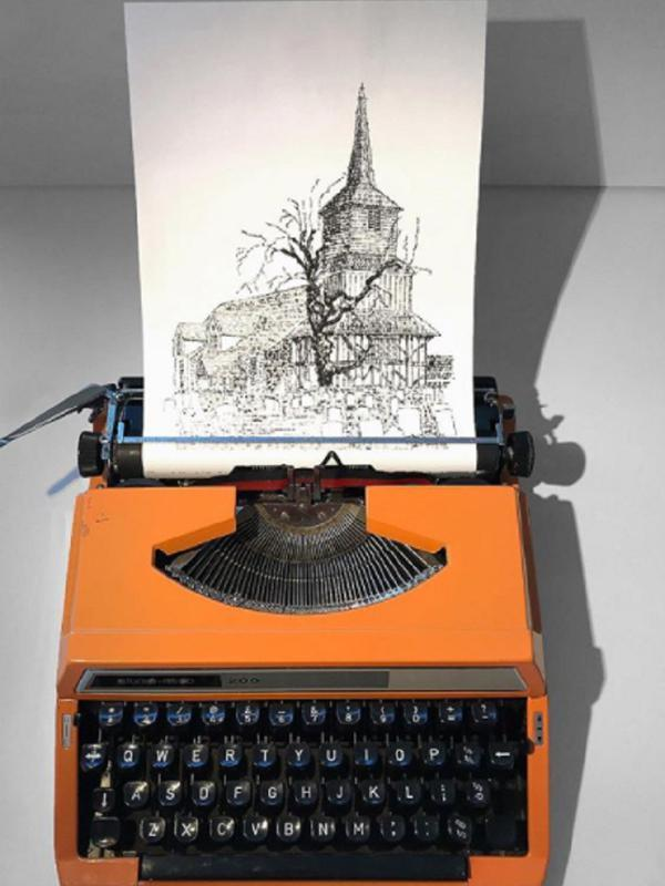 James melukis menggunakan mesin tik. Sumber: Instagram/jamescookartwork