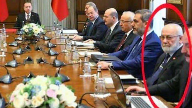 VIVA Militer: Adnan Tanriverdi (dilingkari) ikut rapat Recep Tayyip Erdogan