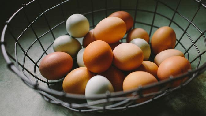 ilustrasi telur ayam/Photo by Natalie Rhea Riggs on Unsplash