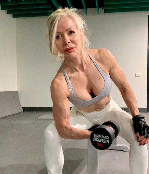 The grandma hits the gym five times a week to keep herself fit, trim and toned. Photo: Instagram/lesleymaxwell.fitness