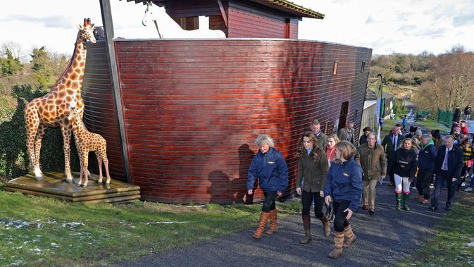 Kate Middleton saat mengunjungi Ark Open Farm, Newtownards, Irlandia Utara. (Liam McBurney / POOL / AFP)