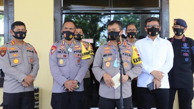 Kapolda Jateng Irjen Ahmad Lutfi memastikan tersangka konser dangdut di tengah pandemi, Wakil Ketua DPRD Kota Tegal, W jalani pemeriksaan perdana berstatus tersangka. (Foto: Liputan6.com/Polres Pemalang)