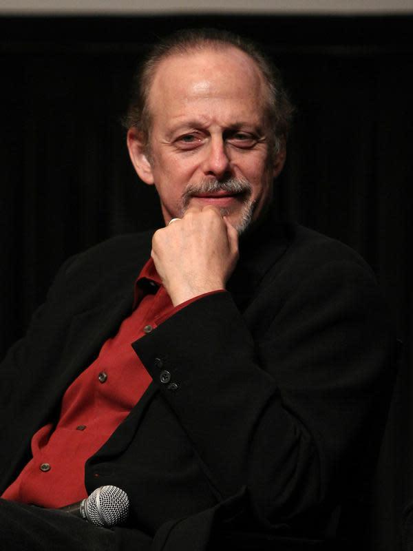 Aktor Mark Blum saat menghadiri peringatan ke-25 pemutaran film Desperately Finding Susan di Furman Gallery di New York City, Amerika Serikat, 23 September 2010. Artis Hollywood ini meninggal di usia 69 tahun. (Dario Cantatore/Getty Images/AFP)